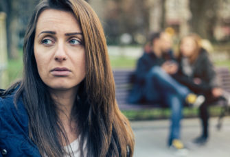 Untrue Companions Cheat Once more As a result of Mind Feels Much less Responsible Every Time, Research Claims